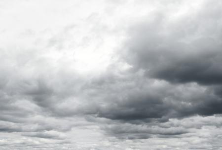 De sombres nuages annoncent la douleur