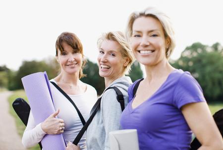 """"""" Les femmes se retrouvent pour pratiquer des exercices physiques afin d'eviter les maux de dos"""""""